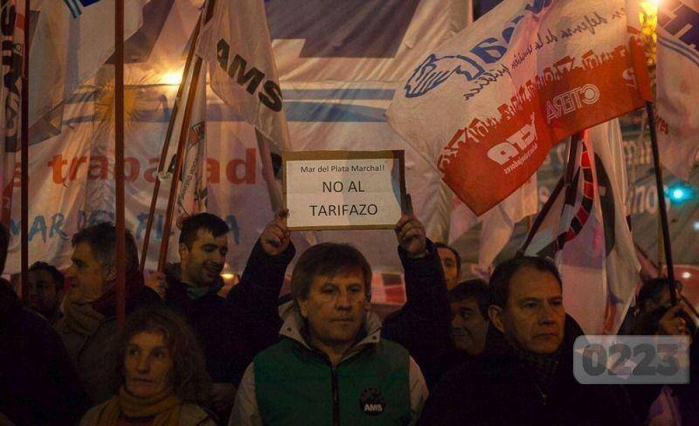 Gran movilización de CTA y CGT contra los despidos y los tarifazos