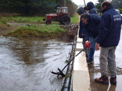 Se cumplieron tareas de limpieza de drenajes en Villa Ventana