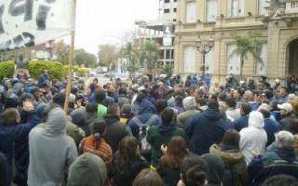 Paro de municipales en Campana por aumento salarial
