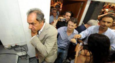 Carrió denunció a Scioli por supuesto enriquecimiento ilícito y fraude al Estado