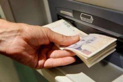 Jubilados comienzan a recibir el pago del medio aguinaldo