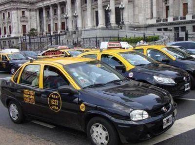 Uber: mensaje del Gobierno a favor de los taxis