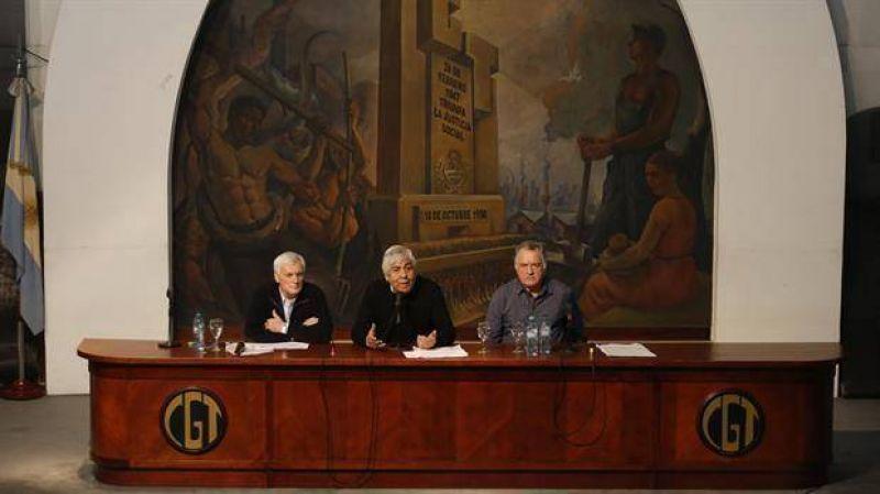 CGT negocia su futura conducción, pero inquieta pelea Moyano-Macri por AFA