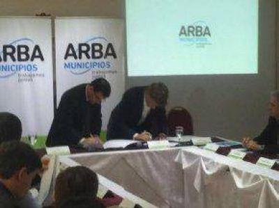 Bertellys firm� un convenio de colaboraci�n fiscal con el director de ARBA