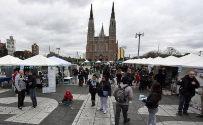 Jornada educativa y recreativa por el medio ambiente en Plaza Moreno