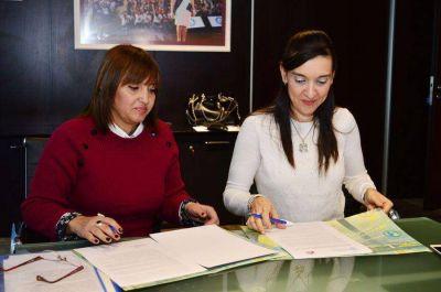 Firman convenio entre los ministerios del Agua y Medio Ambiente y de Educación