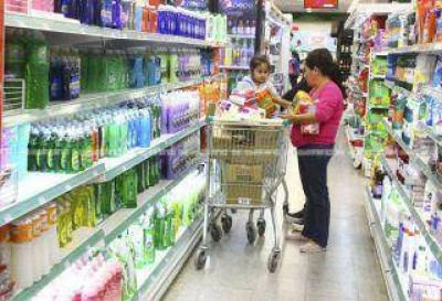 El costo de la canasta básica alimentaria rompe la barrera de los $ 10.000, según una consultora privada