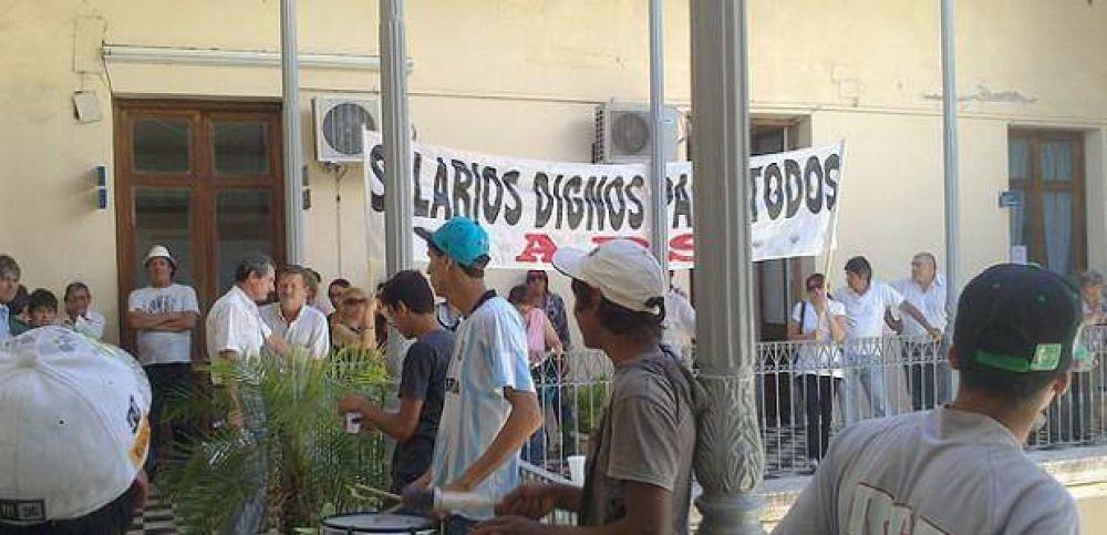 Jerarquizados le piden a Varisco que adelante el aguinaldo y reabra la discusión salarial