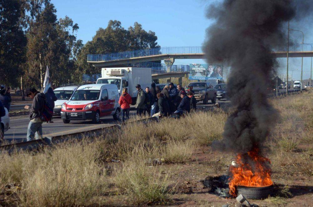 Trabajadores de Molarsa protestan sobre la ruta 7
