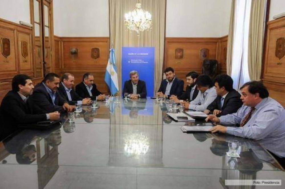 Frigerio avanzó con intendentes en materia de obras pero no en pedido de asistencia