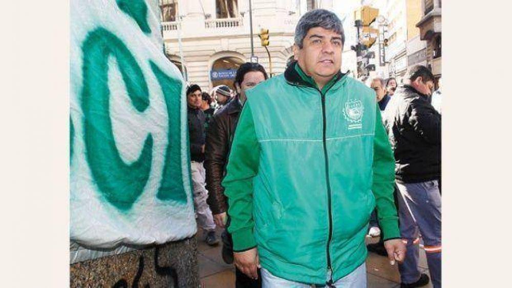 Moyano paralizó el transporte de combustibles para presionar por aumento salarial de 42%