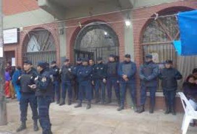 La municipalidad de Salvador Mazza permanece cerrada hace m�s de un mes