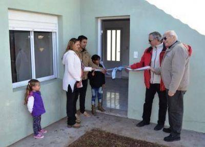 """Se entregaron diez viviendas del Plan """"Más Cerca"""" en la ciudad de Tres Lomas"""