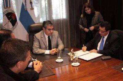 German Alfaro y Darío Monteros firmaron un convenio para el intercambio de insumos