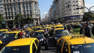 Caos por una enorme protesta con miles de taxis en la 9 de Julio