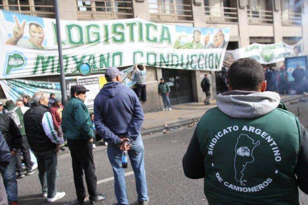 Trabajo dictó la conciliación obligatoria en el conflicto de Camioneros