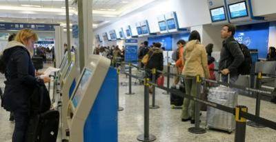 Vuelos cancelados y caos en Aeroparque por un paro de controladores