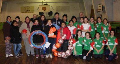 Juan Curuchet realizó una nueva entrega de subsidios y elementos deportivos en Mar del Plata