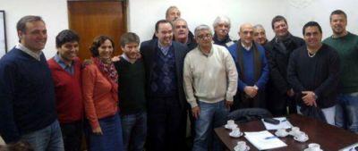 Cegetistas con concejales por la campaña de concientización y plena registración laboral
