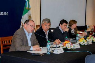 Ante funcionarios nacionales, la provincia ratificó la importancia del ramal C3 y la hidrovía para el desarrollo regional