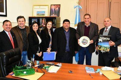El intendente Jofré recibió la visita de la Cónsul del Paraguay