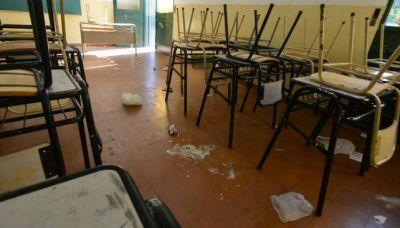 Escuelas siguen sin clases por falta de limpieza