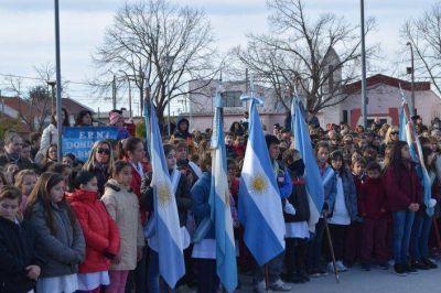 Críticas por el lugar del acto de promesa a la Bandera