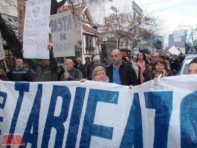 Manifestantes marcharon a las 3 empresas de servicios