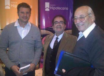 El intendente municipal de Tres Lomas se reuni� con el Director de Desarrollo Urbano de Procrear