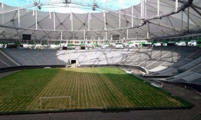 Con turismo y deporte: Vidal cambió el naranja del Estadio Único por el gris