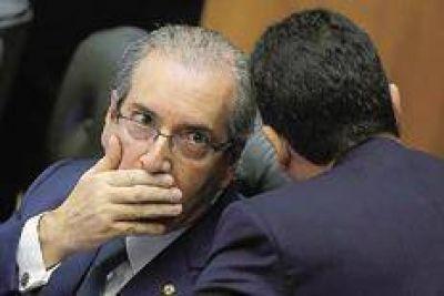 Cercado, Cunha advierte que no caerá solo