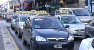 Taxistas solicitan aumento en la tarifa del servicio