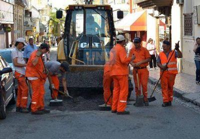 Continúan los trabajos de bacheos en distintas calles de Paraná