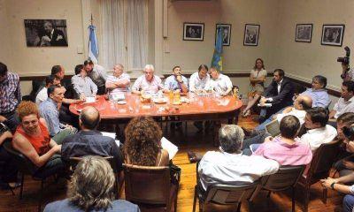 En medio del esc�ndalo por L�pez, el PJ bonaerense ensaya la �unidad�