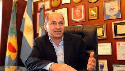 Secco criticó el freno a las reelecciones y cruzó a López