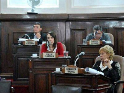 Una sesión a cara de perro tras una fuerte discusión que retumbó en los pasillos del Concejo