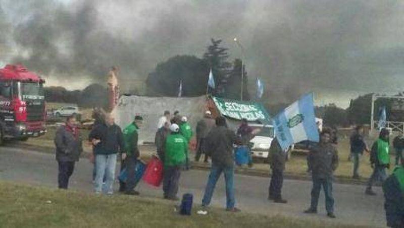 San Nicol�s: Metal�rgicos acampan y podr�a haber paro