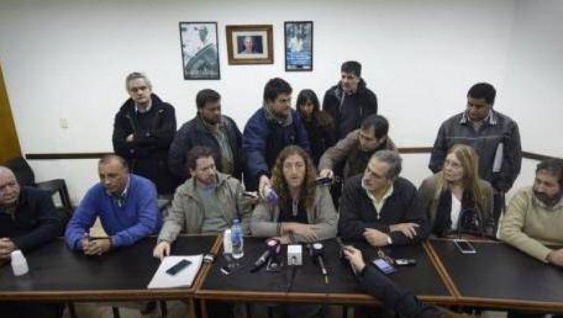 Estatales le exigen a Vidal reapertura de Paritarias