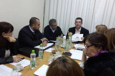 El ministro Riera presentó tres anteproyectos ante senadores para mejorar la salud