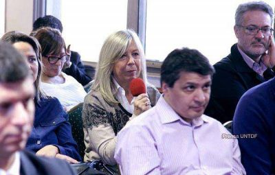 La Vicerrectora de la UNTDF celebró el tratamiento de una Ley de Aguas