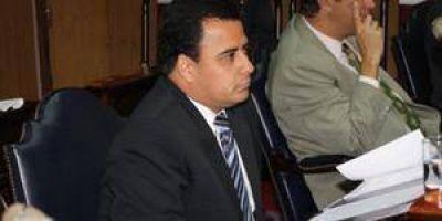 Samaniego no quiso quedar pegado y votó a favor de un repudio a López