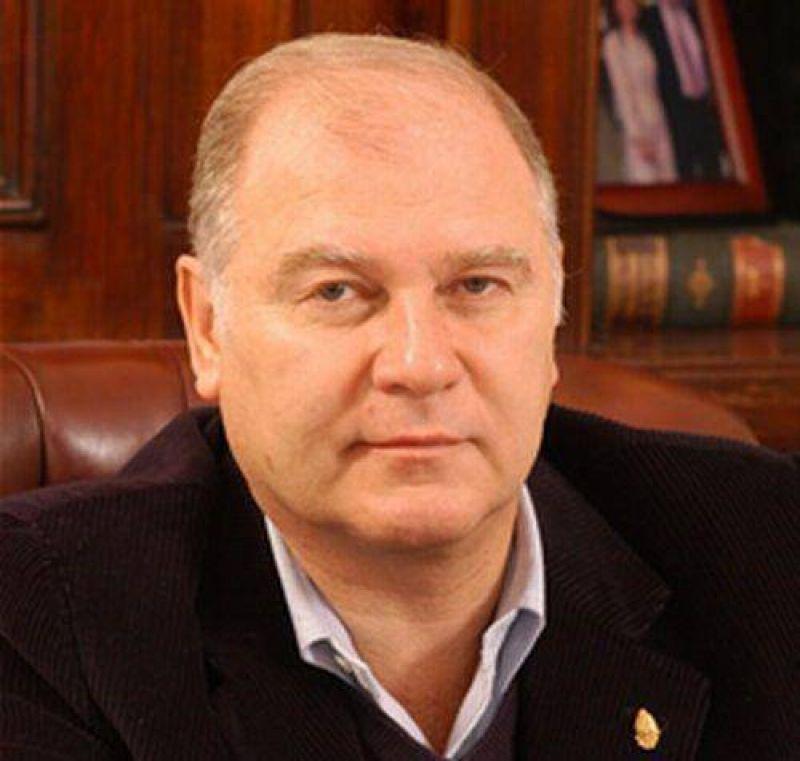 Subsidios y elementos esenciales entrega el senador Jenefes