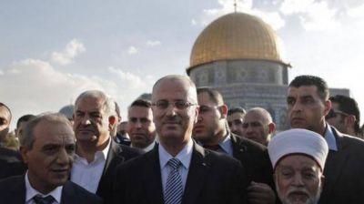 El primer ministro de la Autoridad Palestina rezó en la mezquita de Al Aqsa