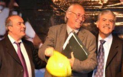 Tres Lomas: Apareci� foto del Intendente con L�pez y �l se despega