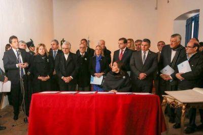 En tierra de López, Massa se mostró con el PJ, Michetti y la Iglesia