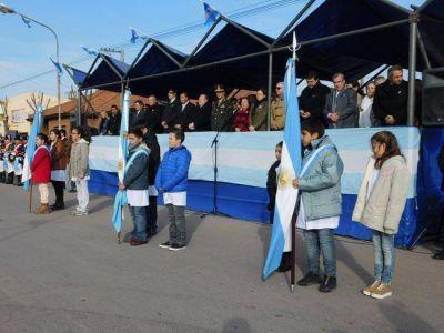 Verna presidió el acto central por el Día de la Bandera