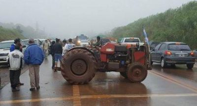 Productores yerbateros de paro bloquean rutas