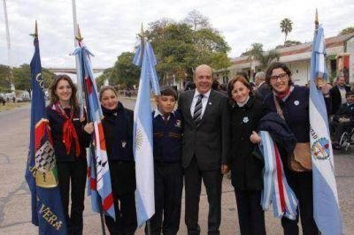 """Canteros: """"Los chicos que prometen a la bandera mantienen vivo el fervor patrio"""""""