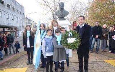 Abella encabezó el acto por el Día de la Bandera en Campana