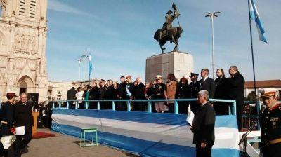 Con un emotivo acto se conmemoró el Día de la Bandera